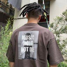 """画像10: BUDS(バッズ)""""MUSIC DOES NOT DIE TEE"""" (10)"""